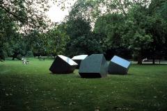 André Volten, Skulptur für eine Ebene, 1979, © VG Bild-Kunst, Bonn 2021, Foto:_Werner Hannappel