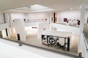 Das Foto zeigt einen Blick in den Erweiterungsbau des Lehmbruck Museums.