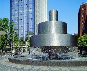 Das Foto zeigt einen Brunnen der Brunnenmeile in der Duisburger Innenstadt.