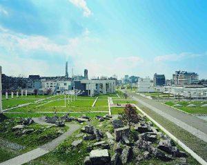 """Das Foto zeigt die Installation """"Garten der Erinnerungen"""" von Dani Karavan."""