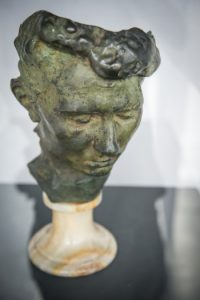 """Das Foto zeigt das Werk """"Portraitmaske Rose Beuret"""" von Auguste Rodin."""