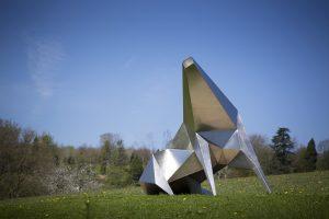 "Das Foto zeigt Lynn Chadwicks Skulptur ""Beast Alerted I"""